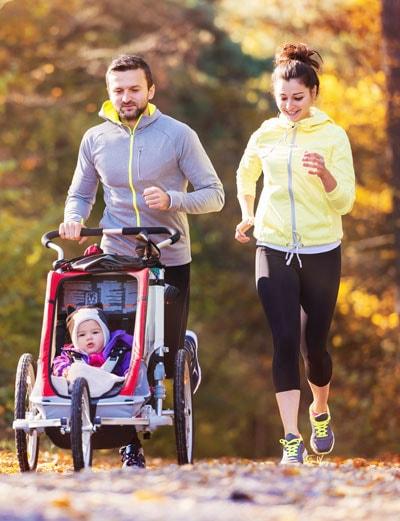 Family of three running insurmex - Humana